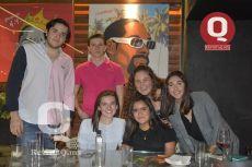 Roberto Calderón, Tomás Masón, Natalia Meza, Regina Flores, Paula Chavarria y Mariana Garza