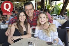 A  Dr. Luis Alejandro López, Karla López y Tatiana González