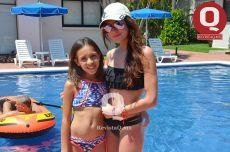 Gozando de sus vacaciones, Miranda Fox e Ivanna Moreno