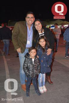 Alejandro Aguilar, Rosa Isela López, Santino Aguilar y Valentina Aguilar