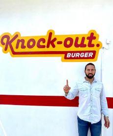 A  Siempre amables en Knock-out  Burger