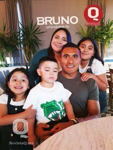 El portero del equipo León Alfonso Blanco Antúnez y familia