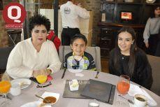 Angelica Barroso, Angel Reynoso y Fernanda Reynoso