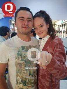 Axel Orellana le dió el anillo a Mariela Huerta
