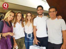 VIP Francky Aguilar y Ana Martínez con sus hijos