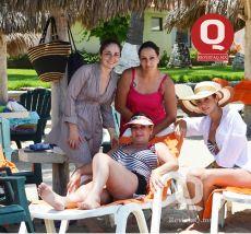 Daniela Obregón, Mónica Solis, Valeria Solis y Claudia Obregón