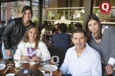 A  Valeria Muñoz, Bertha Alicia Rodríguez, Rogelio Muñoz y María Muñoz