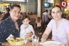 Mauricio González, Maximiliano González y Adriana Barba