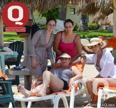 Daniela Obregón, Mónica Solís, Valeria Solís y Claudia Obregón